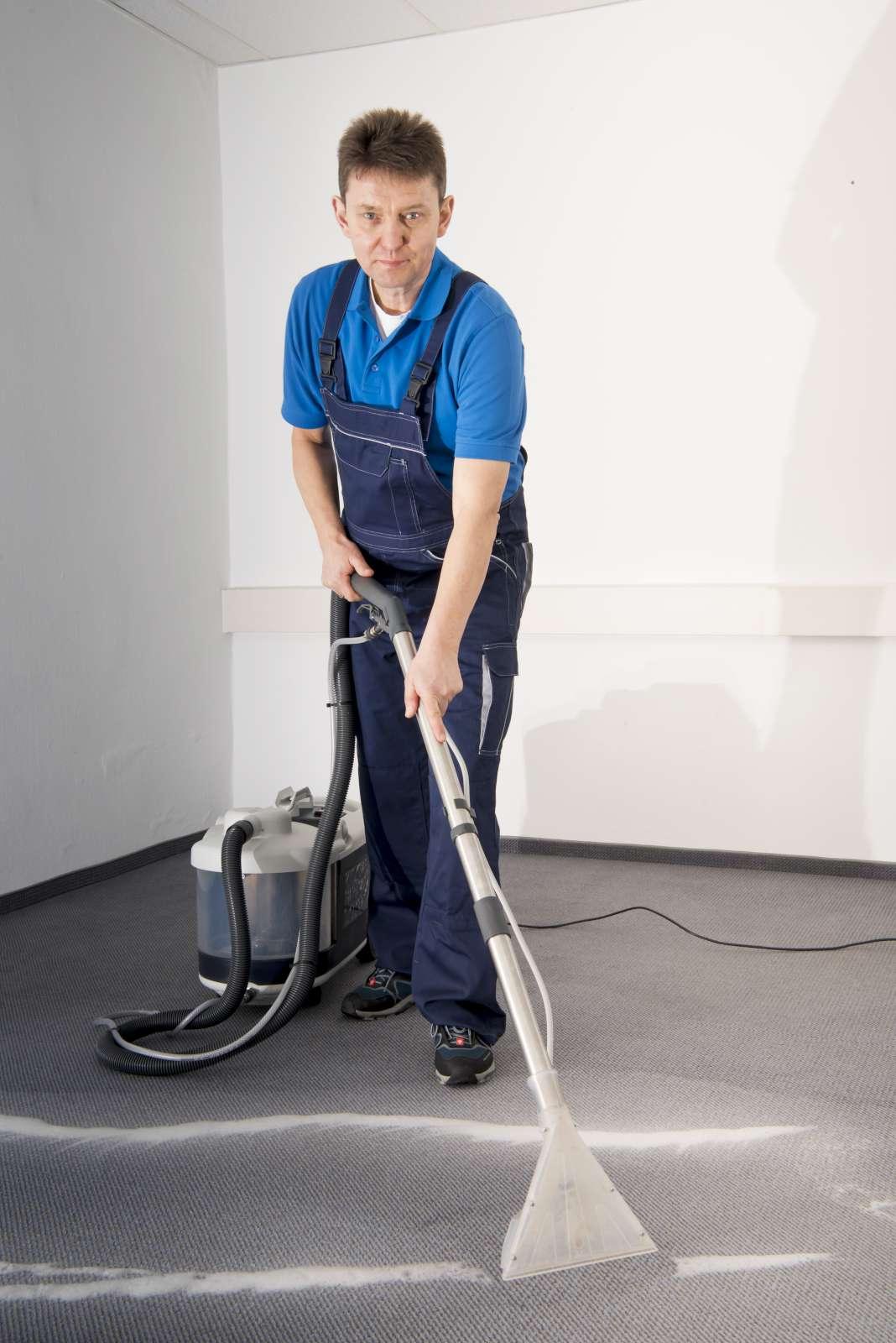 Polsterreinigung-Teppichbodenreinigung